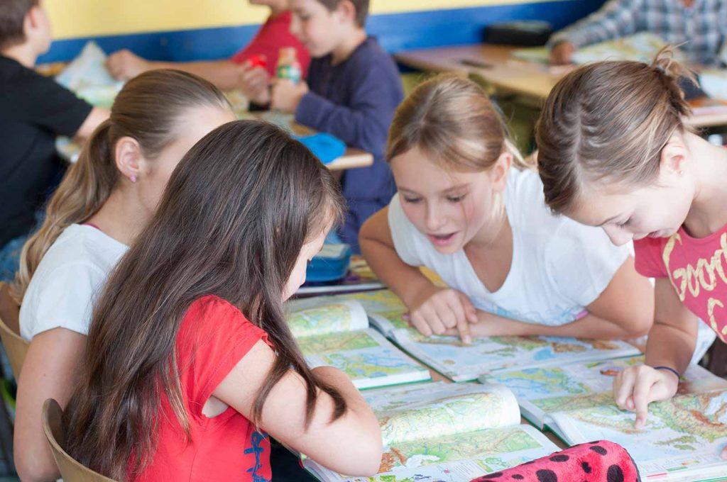 Schülerinnen im Unterricht | Reithmanngymnasium