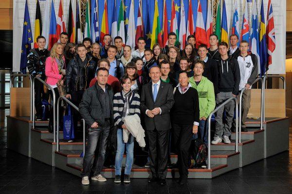Gruppenfoto mit Othmar Karas im Europaparlament | Reithmanngymnasium