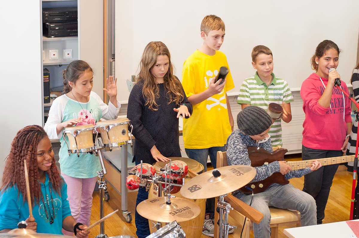Musizieren mit Schülerinnen | Reithmanngymnasium